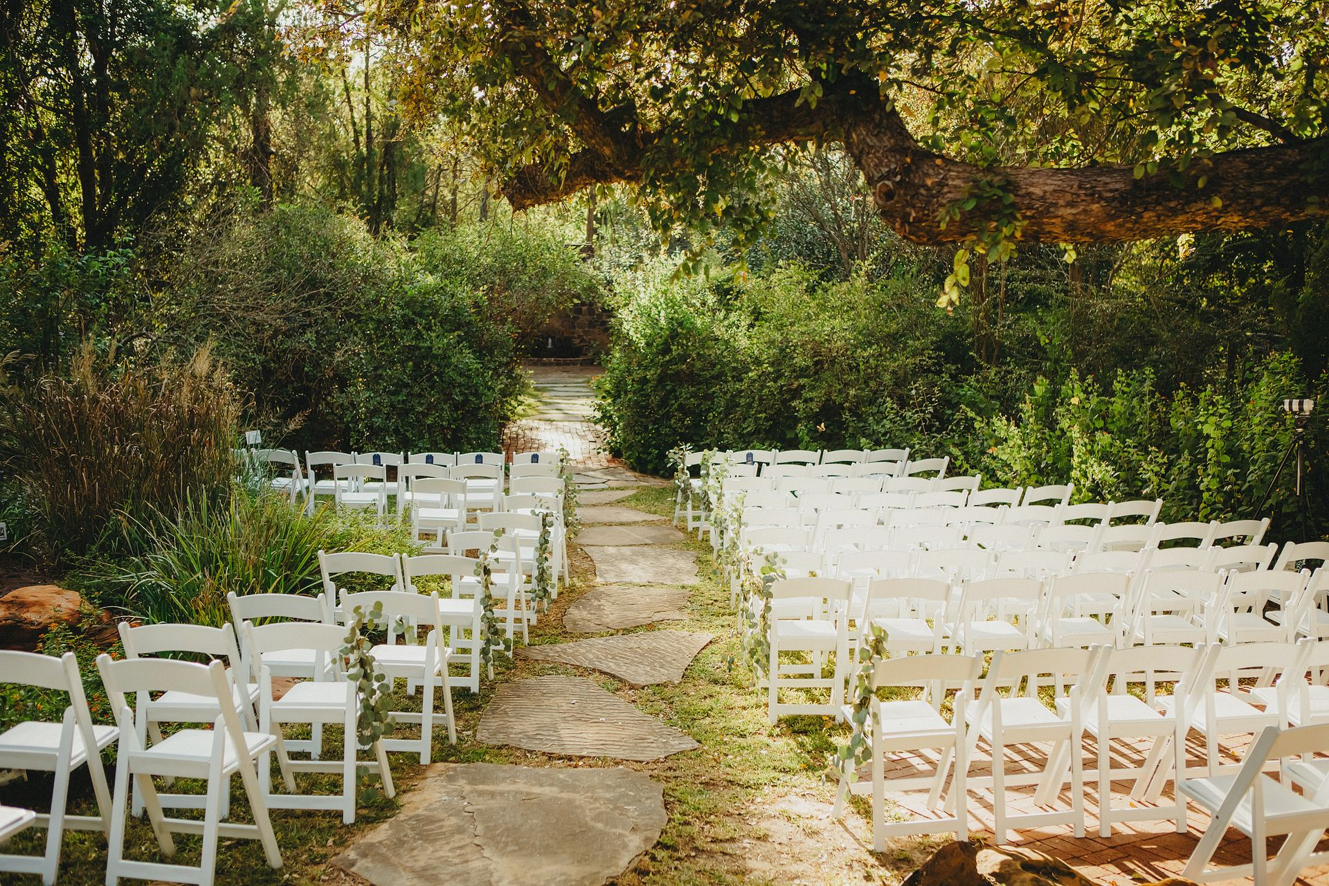 #dfwoutdoorgardenvenue #fortworthgardenweddings #texaswedding #dfwweddingvenue