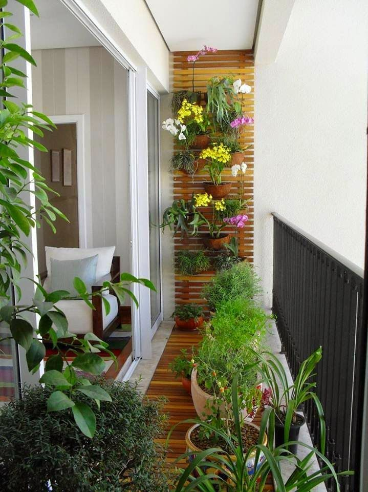 jardineras de madera balcon estrecho con jardin vertical