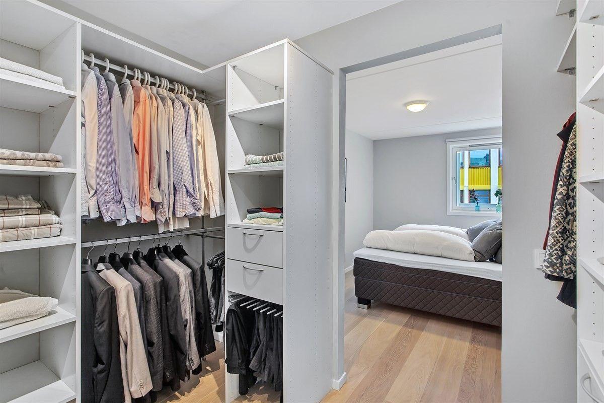 FINN – Solli Plass/Vika - Rålekker 2-roms leil. i 7.etg med heis og balkong (ca. 6 kvm) - Parkeringsleie* - Ligger i enveiskjørt gate - HTH-kjøkken - Walk-in closet - Lave felleskostnader (v.v. inkludert)