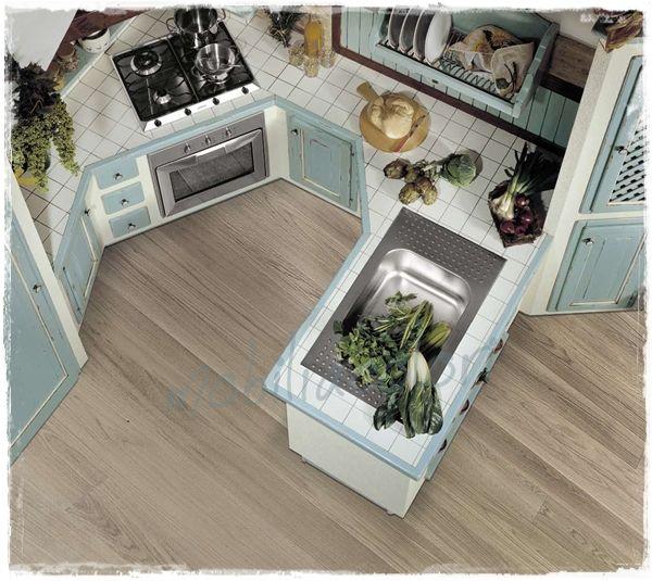 #Cucina muratura con piastrelle azzurro #provenzale  Cucine che amerai nel 2019  Haus küchen ...