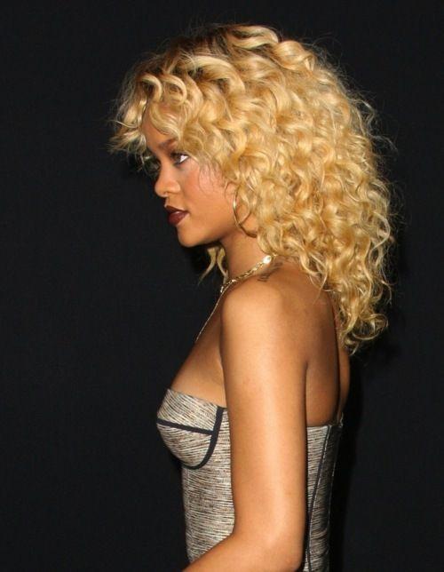 Young Rihanna Goldilocks With Images Rihanna Blonde Hair