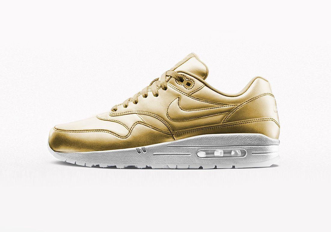 nike air max dunk liquid silver gold metallic pantone
