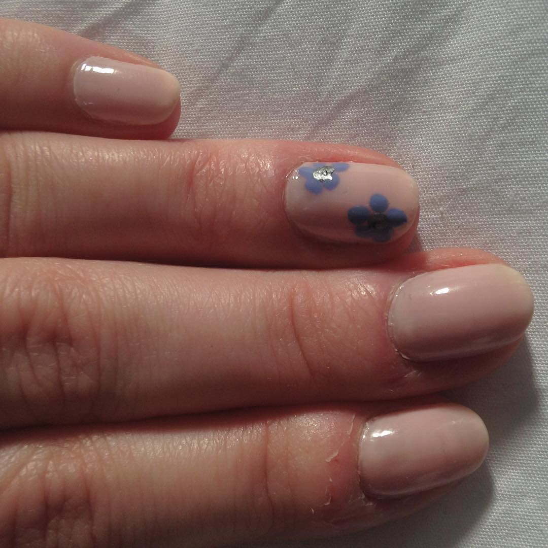 Flower nails small simple and cute my instagram pinterest