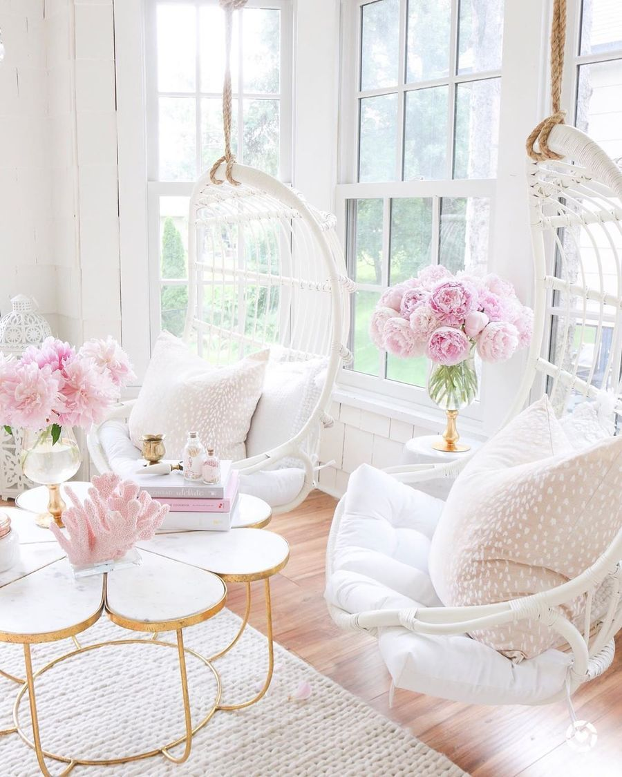 10 Feminine Living Room Decor Ideas for a Chic Home