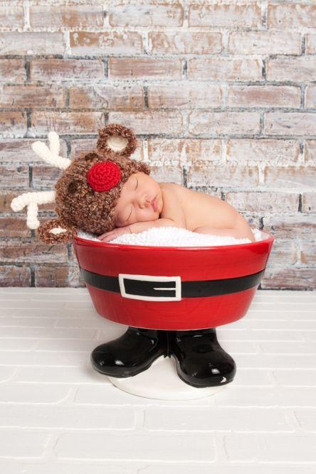 @Amanda Snelson - Another cute xmas newborn pic.  Use santa hat.