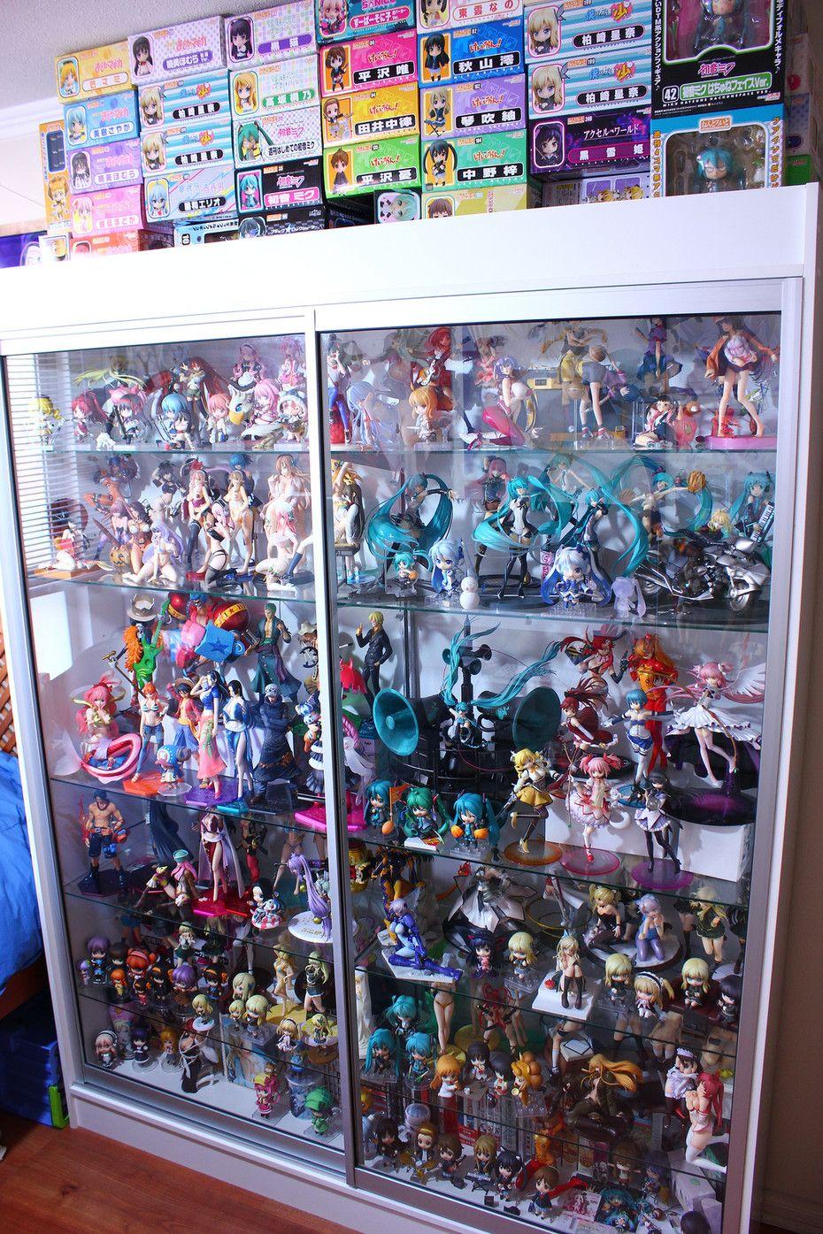 So many anime figurines  home geek home en 2019  Chambre manga Otaku et Chambre geek