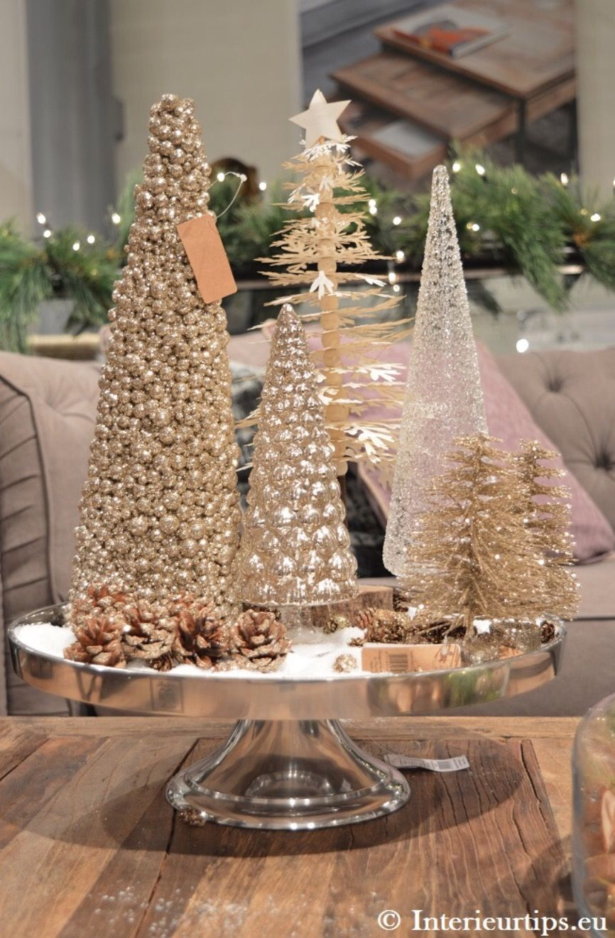 Pin By Carrie Lincoln On Kerstmis Gold Christmas Decorations Christmas Centerpieces Gold Christmas