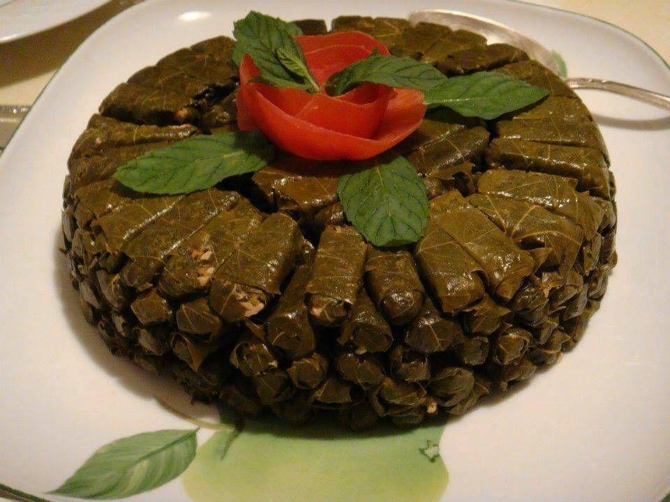 طريقة تحضير محشي ورق العنب بطريقة صحية Stuffed Grape Leaves Grape Leaves Recipe Persian Cuisine