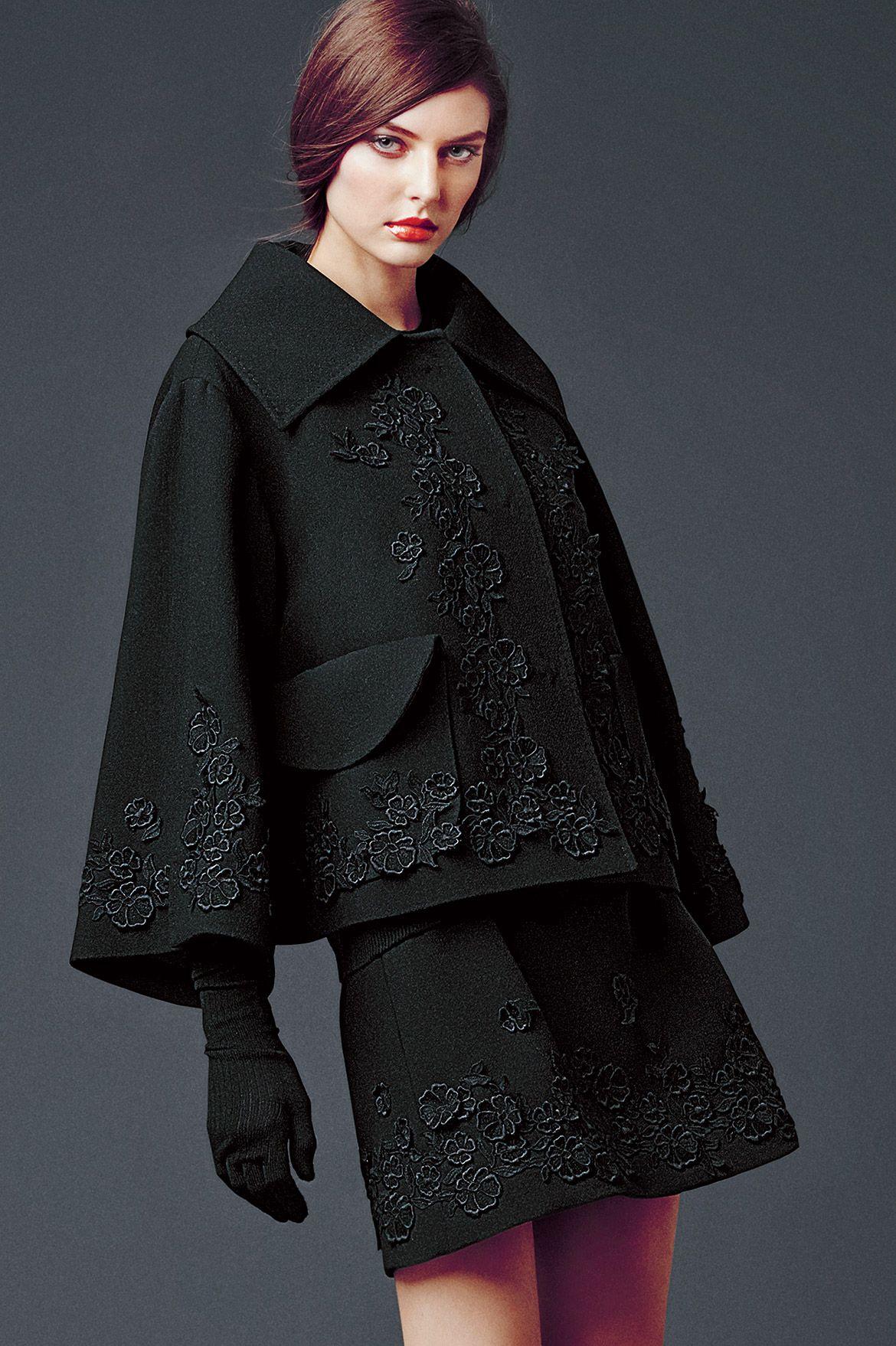 Innenfarben für die halle dolce u gabbana womanus apparel  collection fall winter