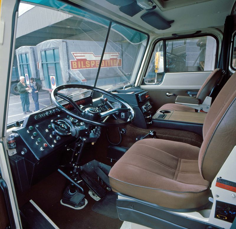 Volvo F89 cab interior update 1975 | interior en camiones ...