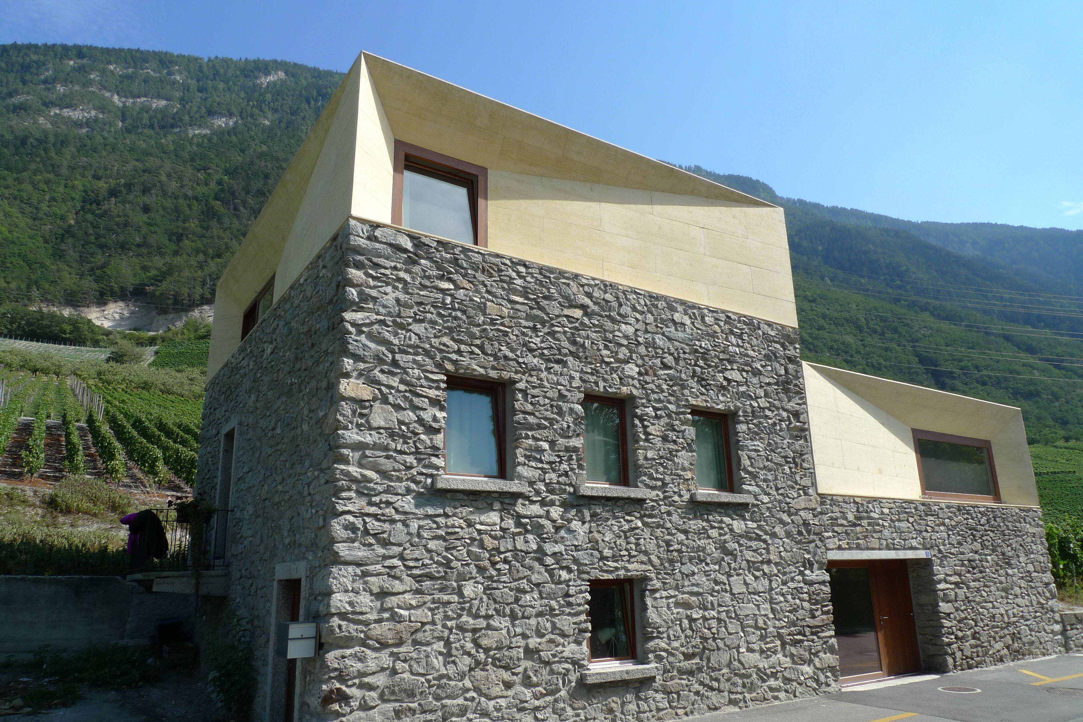 Em2n maison charrat valais suisse contemporary for Architecture contemporaine maison