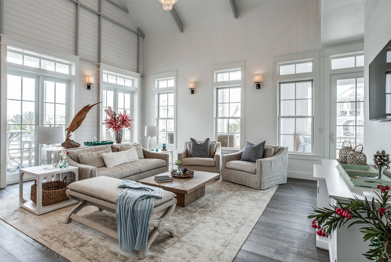 Beautiful all white and beige farmhouse style living room decor ...