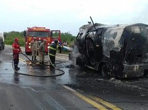 NONATO NOTÍCIAS: Bandidos explodem carro-forte e levam R$1,5 milhão...