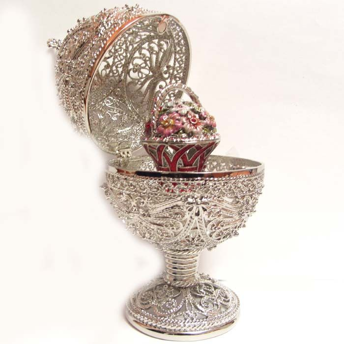 Tzars of Russia Faberge Eggs-what is there not to like about this? Oh to be rich!