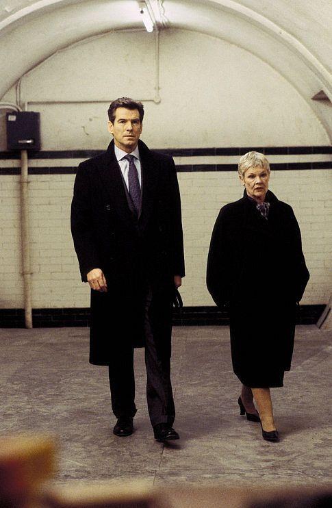 Fabulous James Bond Pierce Brosnan And M Judi Dench At A Secret Meeting Short Hairstyles Gunalazisus