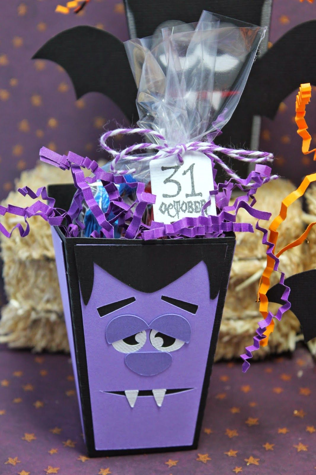 It's time for another challenge over at My Craft Spot, and the challenge this week is Trick or Treat.  In case you didn't know I love Hallo...