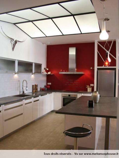 Photos d coration de cuisine am ricaine ouverte moderne design loft blanc rouge vermeil de n2bci - Cuisine americaine moderne ...