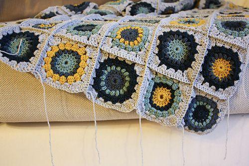 Zusammenhäkeln - Sunburst Flower Granny Square Decke | Handarbeiten