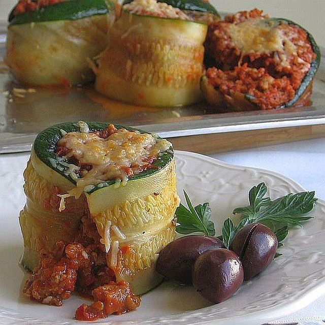 This Croatian zucchini roulade recipe, or brz slijed tonova od tikvica, is filled with seasoned ground meat, sauce and topped with cheese.