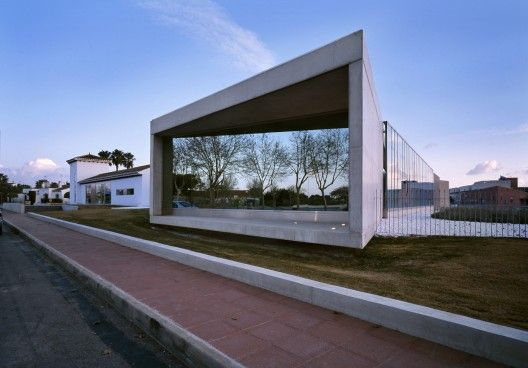 Taray Sau Office Building / MACLA Arquitectos
