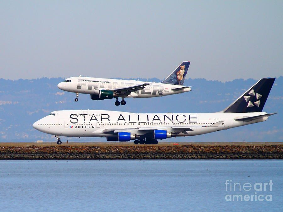 Star Alliance Airlines And Frontier Airlines Jet Airplanes
