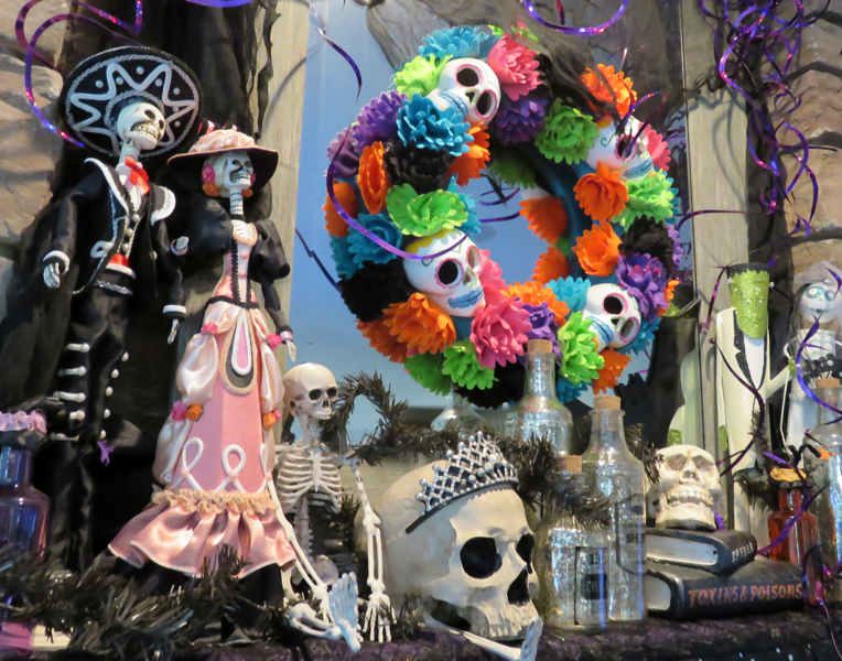 Dia de los Muertos decor for your mantel. See how Richard