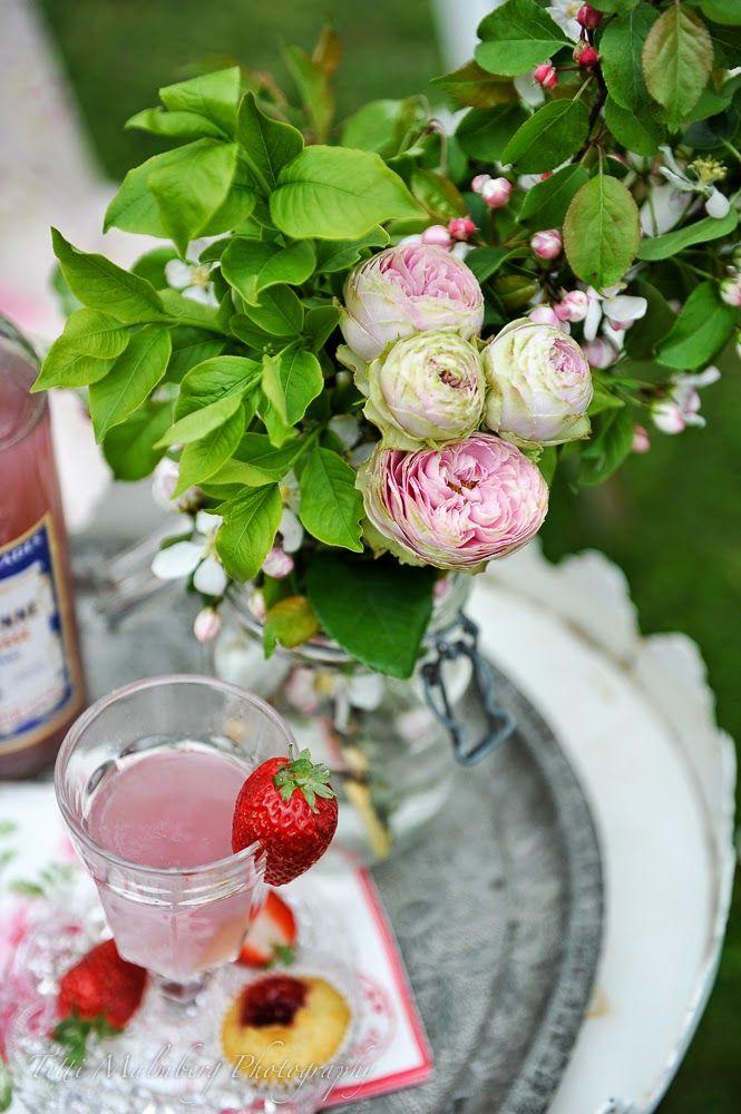 HWIT BLOGG: FLOWERS by titti & ingrid - En blommig fikastund...