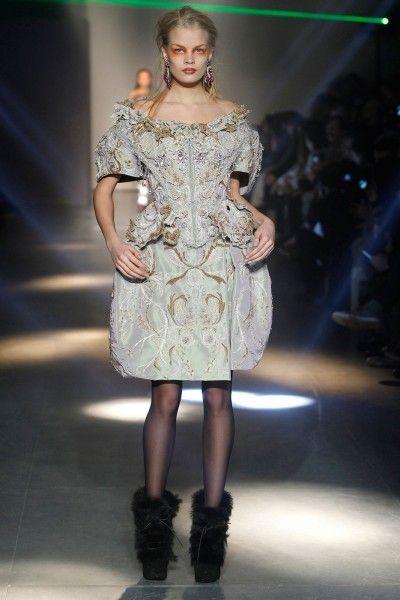 Vivienne Westwood Gold Label AW12/13 - Elizabethan inspiration on the catwalk