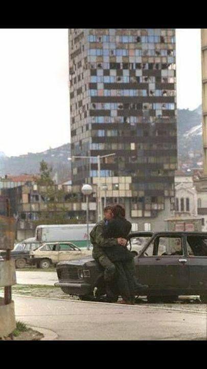 Svijet Je Lijep Kada Sanjamo Love In Sarajevo 1992 Sarajevo Bosnia Sarajevo Bosnian War