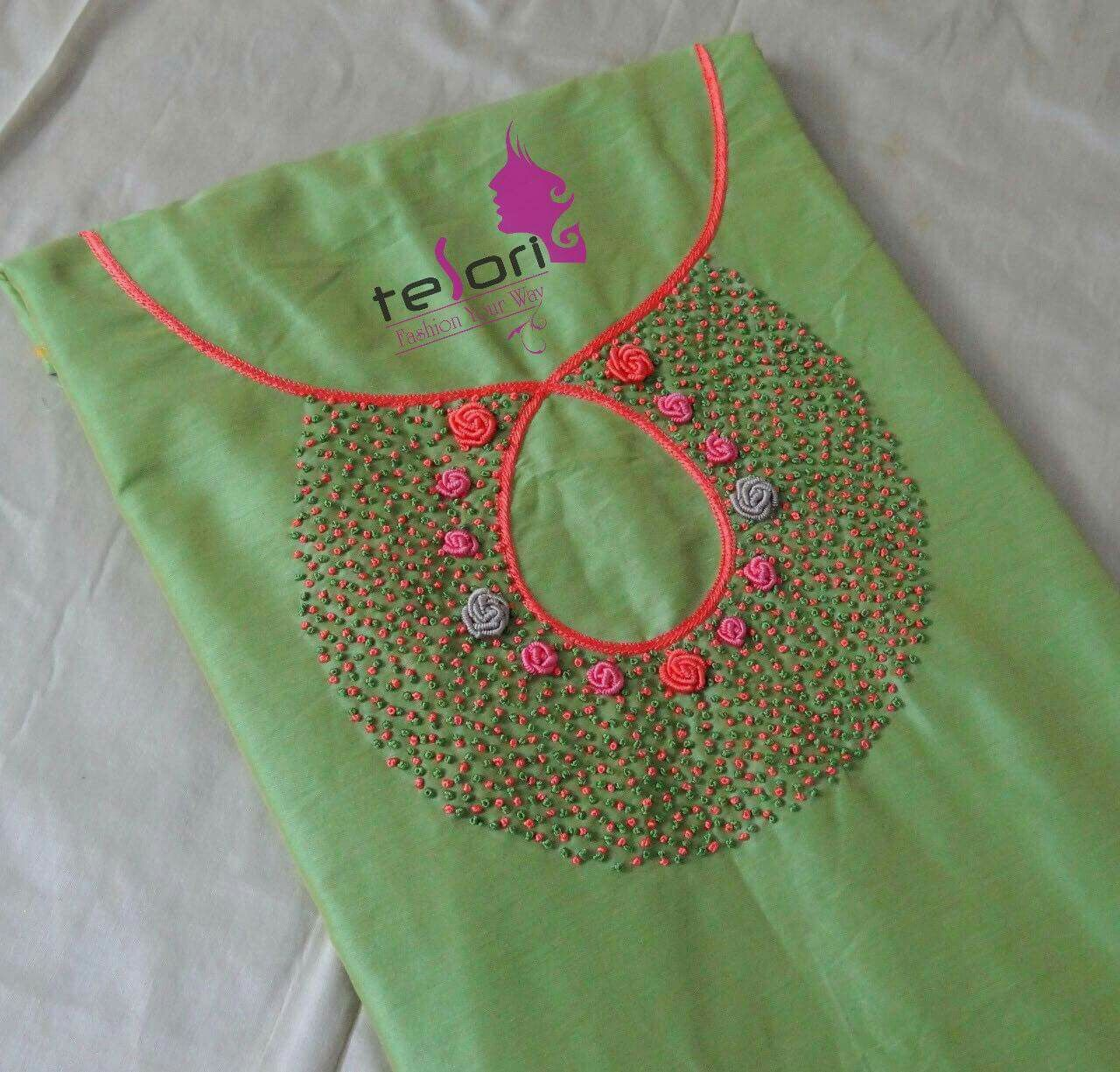 Pin de Anu Ahuja en blouse   Pinterest   Blusa bordada, Bordado y Blusas