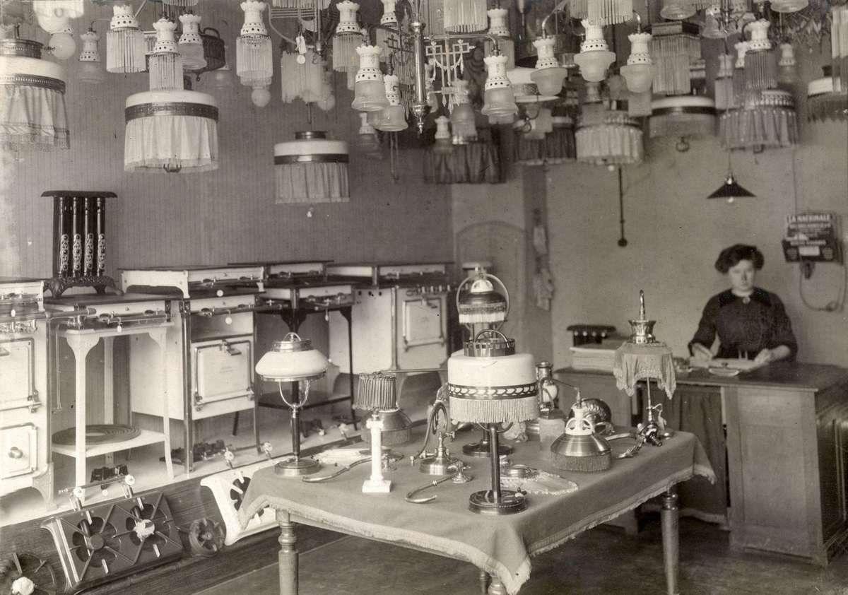 Interieuropname van een winkel in verlichting en huishoudelijke