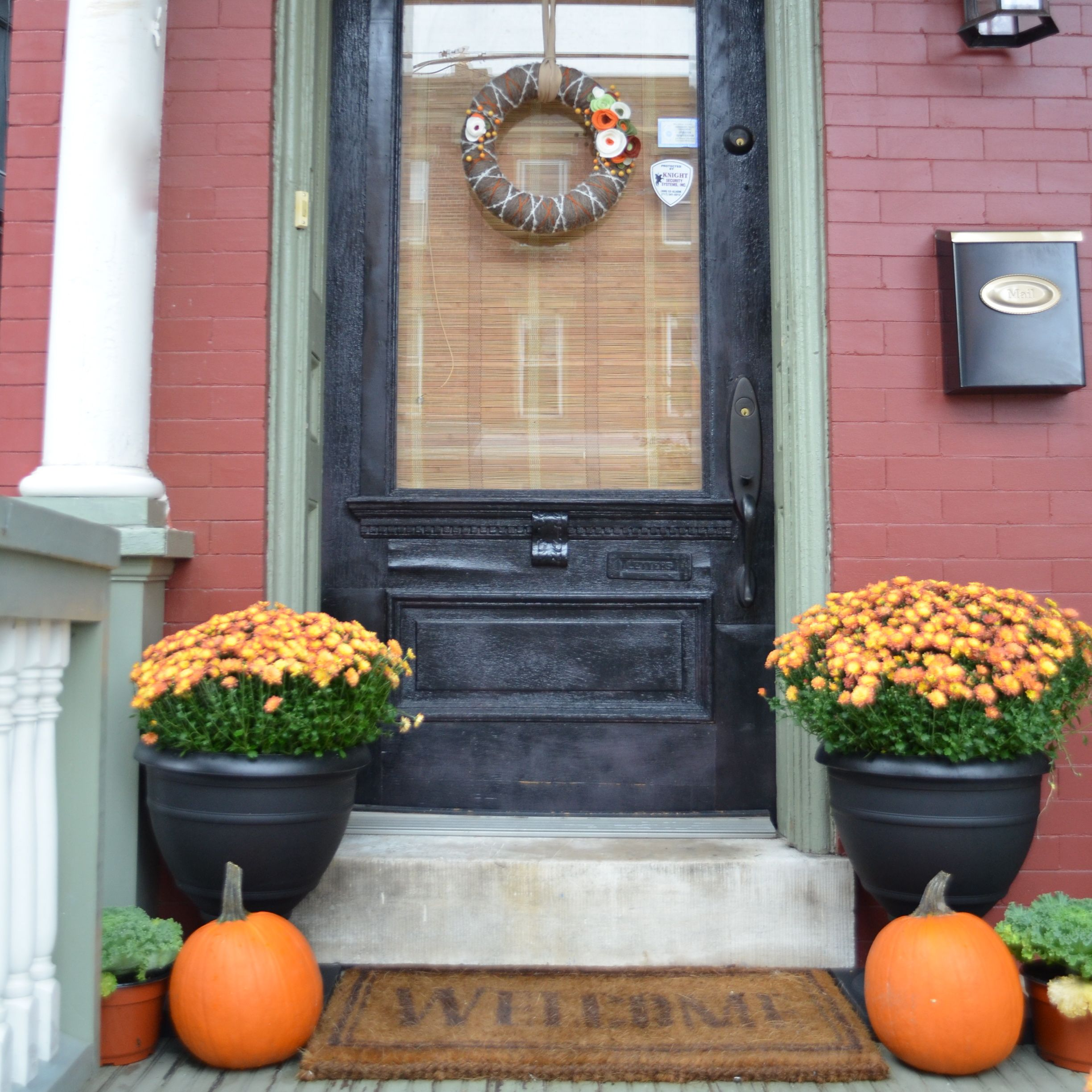 Doors pleasant fall decorating ideas for outside pinterest autumn - 22 Fall Front Porch Ideas Veranda Front Porches Porch And Fall