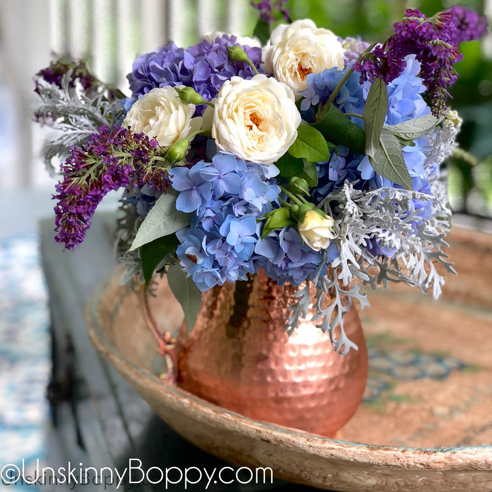 A Simple Step By Step Tutorial To Show You Exactly How To Turn Your Garden Blooms Into A Table Centerpiece Flower Table Floral Arrangements Floral Arrangements