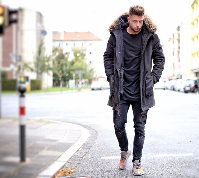 Black V2* Love my new Parka from @welovefurs_com Check: www.welovefurs.com Tap for more Details! Snapchat: Tobilikee5 Have a good evening my Friends! ✌️ ________________________________ #yeezy #welovefurs #parka