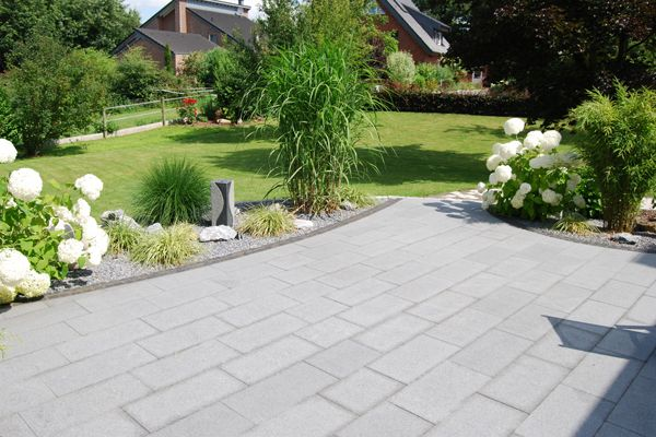 bildergebnis f r terrasse steinplatten garten pinterest landschaftsbau terrasse und. Black Bedroom Furniture Sets. Home Design Ideas