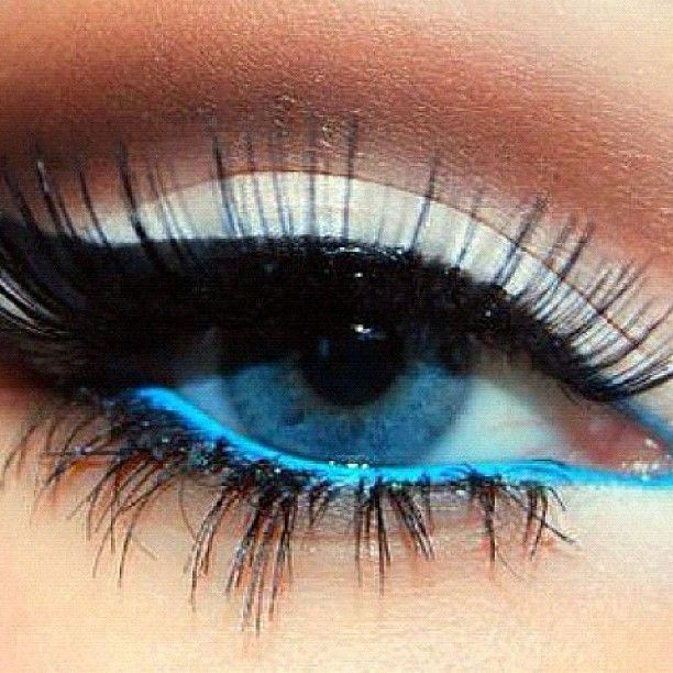 bright blue eyeliner / how to properly apply eye shadow