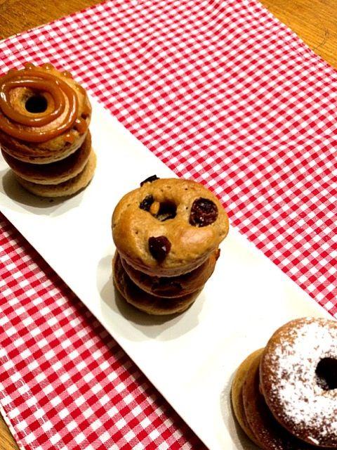 う〜ん何だろうな⁇ドーナツではないような…。もう少ししっとりしていないと美味しくは感じられないも。再考せねば - 28件のもぐもぐ - ホットケーキミックスで簡単焼きドーナツ(^-^)キャラメルクリーム、レーズン、プレーンの三種 by pepori