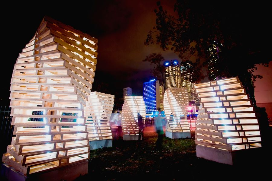 Wooden palette installations for VIVID 2012   Meubles en ...