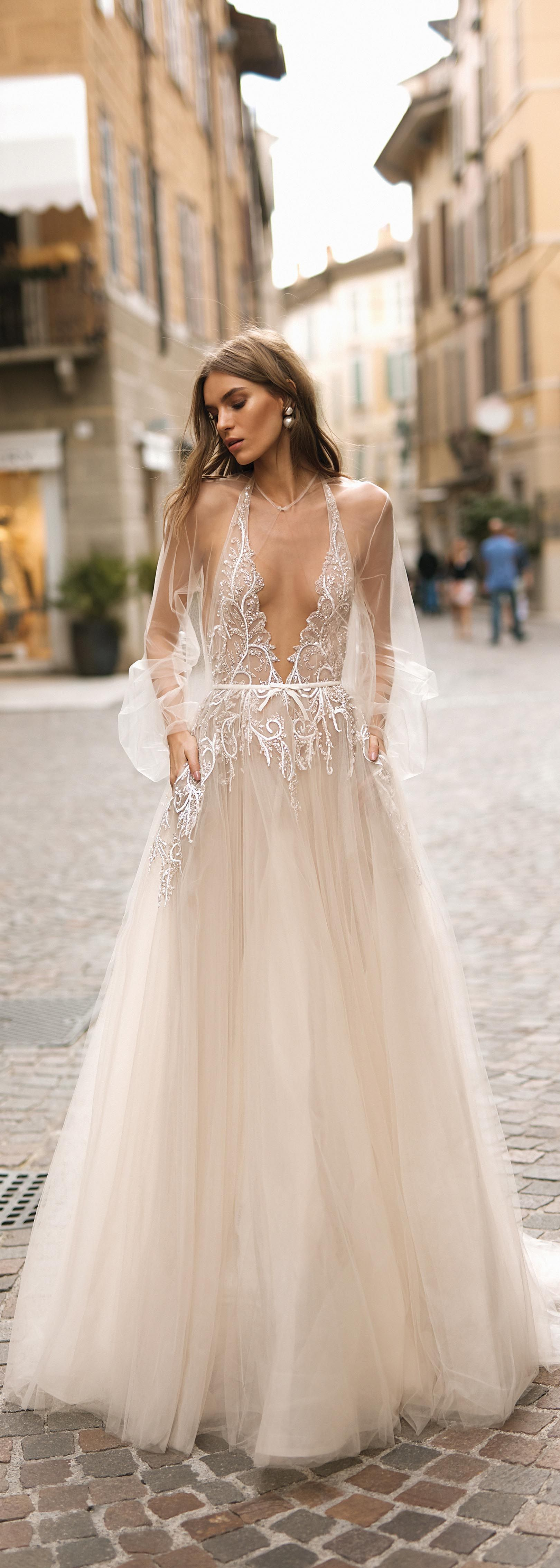 Wedding dress with collar  Pin by Laura Andrea Castro on gangway  Pinterest  Wedding dress