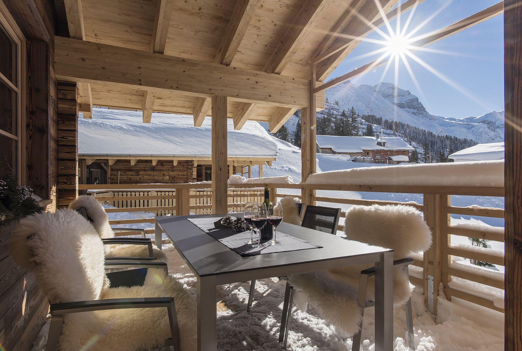 Ausklang auf der Terrasse. Aadla Walser Chalets am Arlberg   Die ...