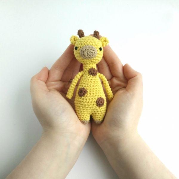 Mini Giraffe Amigurumi Pattern   Bonecos animais- amigurumi ...