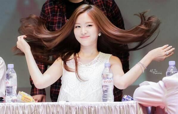 """""""Im pretty and i know it"""" said not Son Naeun #apink 