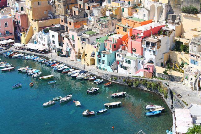 Quanti colori di sassi e di fiori,di strade e di muri... by ´Brìllu, via Flickr