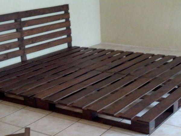 34 id es de lit en palette bois faire pour la chambre beds pinterest pallet bed frame. Black Bedroom Furniture Sets. Home Design Ideas