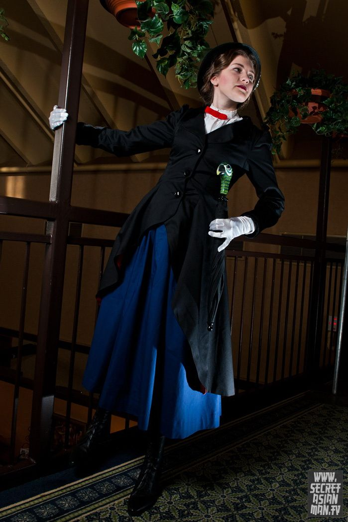 Mary Poppins .     Model . Modelo: Samantha (GatsbyInATree)  http://gatsbyinatree.deviantart.com  http://ohmygallifrey.tumblr.com  http://twitter.com/gelflingx    Photo . Foto: Heekun  http://secretasianman.tv    #Cosplay . #Cosplayers . #Superheroines