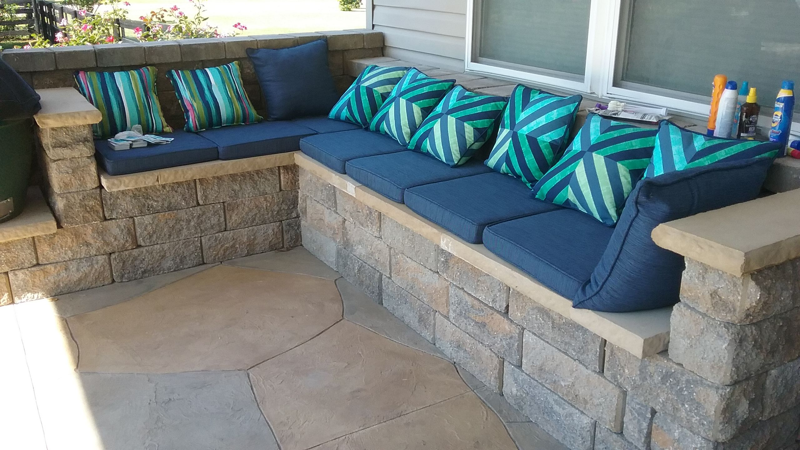 Built In Seating That Never Needs Painting Using Allan Block