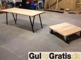 Plankebord til Hay Loop stand.    En bordplade i massiv dansk eg 110x210 koster 4400kr.    Woodstyle.dk