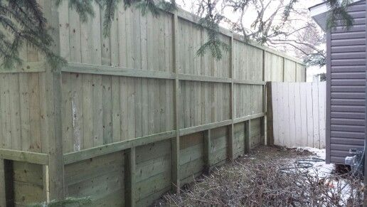 Fortress Style 1 Fence Ontop Of Retaining Wall With 4x4 Posts Pressure Treated Retaining Wall Backyard Fun Fence
