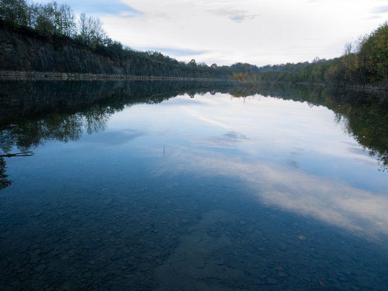 malerische Natur und Ruhe am Steinbruchsee