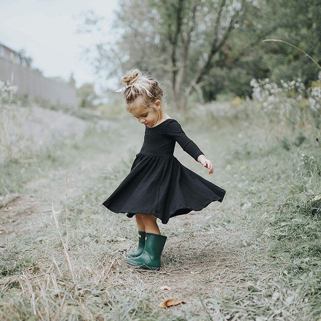 I get the feeling I wouldn't look so cute in a dress & rubber boots. OH and every little girl should have a dress from @aliceandames